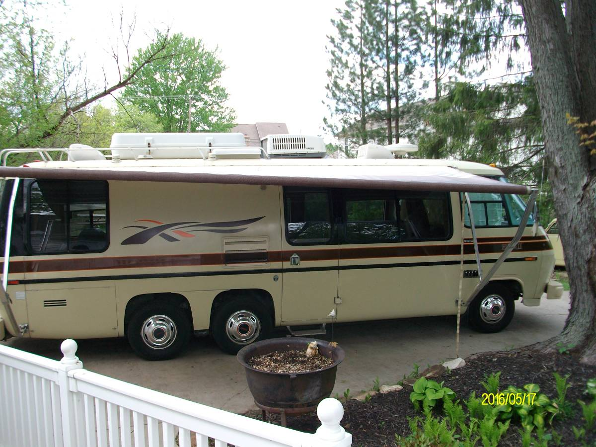 1977 GMC Eleganza II 26FT Motorhome For Sale in Troy, Michigan