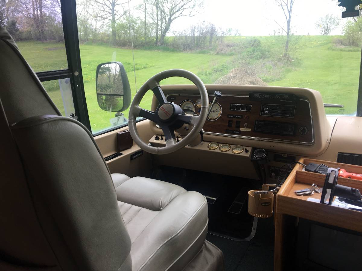 1976 GMC Palm Beach Motorhome For Sale in Apple Hill, Ontario